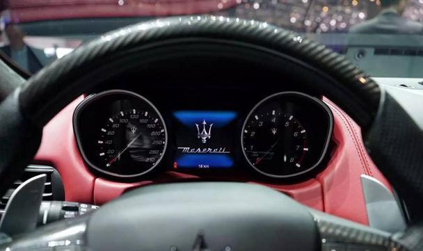 【编者按】百年以来,玛莎拉蒂在追逐速度与激情的征途中树立无数丰碑。第一辆赛车的诞生,第一次赛道夺冠,第一辆公路跑车的问世……今天,玛莎拉蒂迎来了又一个历史性时刻——家族首款SUV的震撼首发!  玛莎拉蒂Levante亮相展台 3月1日,第86届日内瓦国际车展正式启幕,玛莎拉蒂展台聚焦全球视野。在全球CEO Harald J.